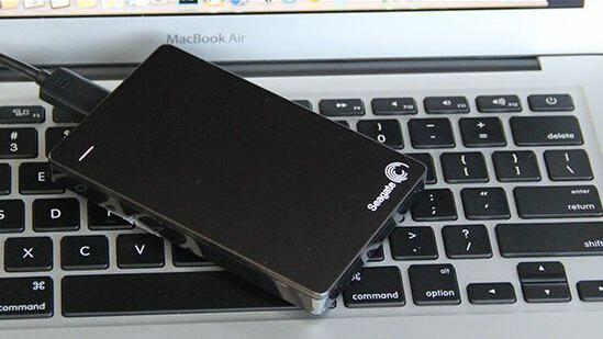 苹果电脑插入U盘示意图