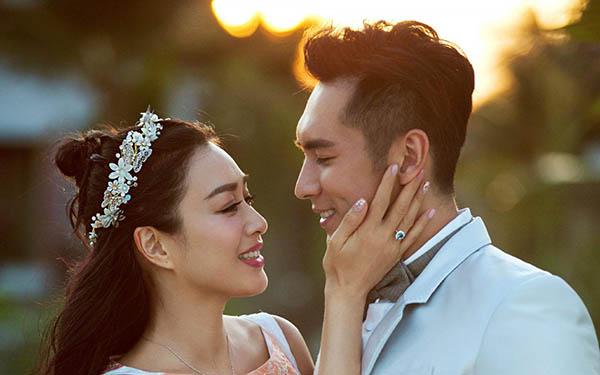 人鱼夫妇婚纱照