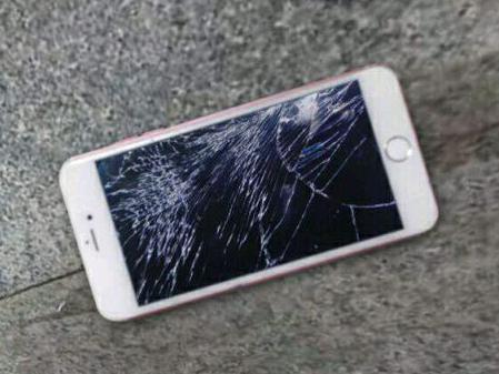 碎屏的苹果手机
